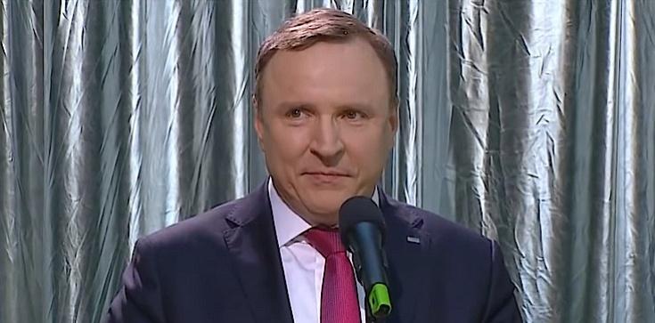 Jacek Kurski z tarczą wraca na stanowisko prezesa TVP - zdjęcie
