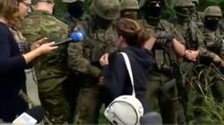 [Wideo] Przepychanki Morawskiej-Staneckiej (Lewica) z żołnierzami strzegącymi granicy - miniaturka