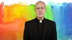 """Kontrowersyjny jezuita znowu zabiera głos. J. Martin: Kościół powinien świętować tzw. """"miesiąc dumy gejowskiej"""" - miniaturka"""