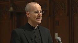 Szokujące słowa jezuity! Twierdzi, że niezgoda na adopcję dzieci przez homoseksualistów to homofobia - miniaturka