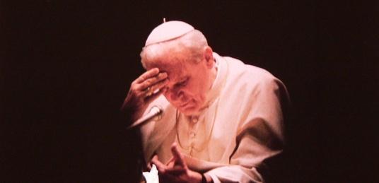 'Weź tego Janka!!!' Szatan NIE WYTRZYMAŁ dotknięcia relikwią Jana Pawła II - miniaturka