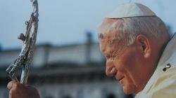 Św. Jan Paweł II: Komunia na rękę i ryzyko profanacji - miniaturka