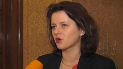 Wpadka czeskiej minister: ,,Mamy burdel, a premier to debil''. Mikrofon był włączony - miniaturka