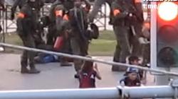 Szokujące nagranie. Białoruski żołnierz strzela do dziennikarki [WIDEO] - miniaturka