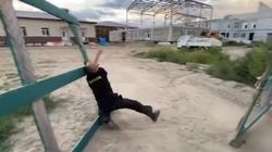 [Wideo] Rosyjski gubernator udał się na plac budowy. Zastał tylko... pijanego w sztok dozorcę - miniaturka