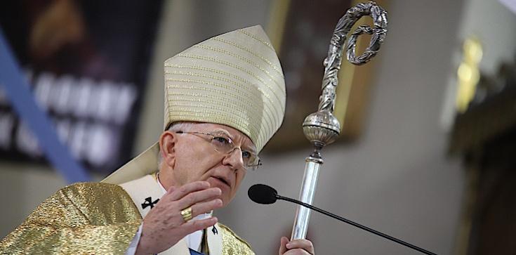 Abp Marek Jędraszewski: Krzyż to nie drzewo hańby, ale życia - zdjęcie