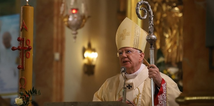 Abp Jędraszewski o św. Janie Pawle II: Na wszystkich areopagach świata starał się otwierać drzwi dla Chrystusa - zdjęcie