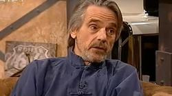 """Jeremy Irons: Niemcy zadłużyły bardzo wielu ludzi. I ktoś musi temu powiedzieć """"Dość!"""" [Wideo] - miniaturka"""