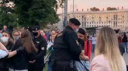 ,,Nie da się spokojnie patrzeć na tę rzeźnię''. Niektórzy białoruscy funkcjonariusze rezygnują ze służby - miniaturka