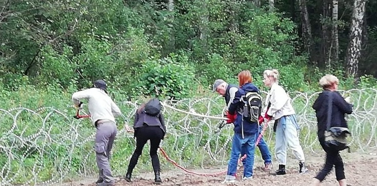 Sąd odmówił umieszczenia w aresztach 13 osób niszczących zasieki graniczne - zdjęcie