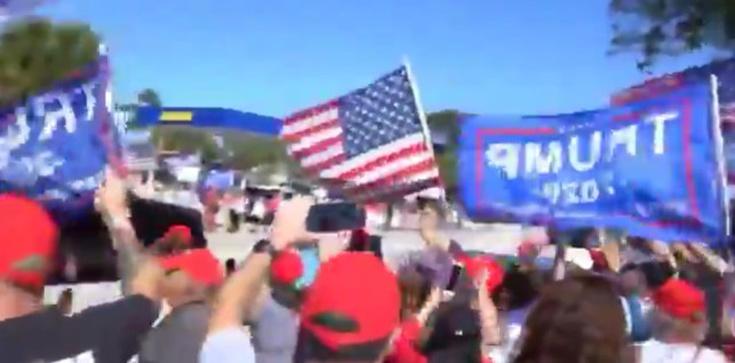 Dzień Prezydentów w USA. Tłum wiwatuje na cześć Trumpa - zdjęcie