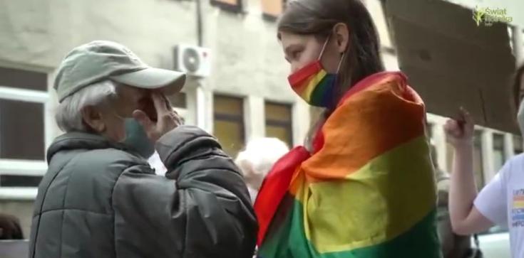 Młoda aktywistka chciała zakłócić modlitwę seniorów. To, co wydarzyło się później, musiało zmienić jej myślenie  - zdjęcie