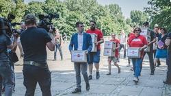 """Ustawa """"Stop LGBT"""" ponownie w Sejmie. Obywatele mówią STOP homopropagandzie na ulicach miast! - miniaturka"""
