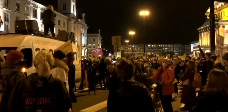 Premier o tym, dlaczego rząd ,,toleruje'' protesty - zdjęcie