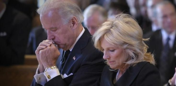 Joe Biden o zamachu w Kabulu: nie wybaczymy i nie zapomnimy. Prezydentowi USA łamał się głos - zdjęcie