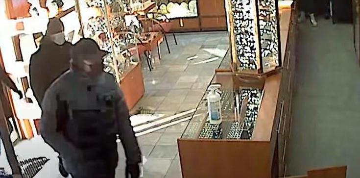 Gdańsk. Napad na jubilera. Policja publikuje wizerunki sprawców i wideo - zdjęcie