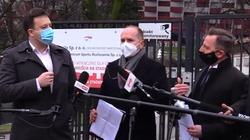 Prezes PL.2012+ przerywa konferencję posłów PO: Manipulują faktami. Wprowadzają opinię publiczną w błąd [Wideo] - miniaturka