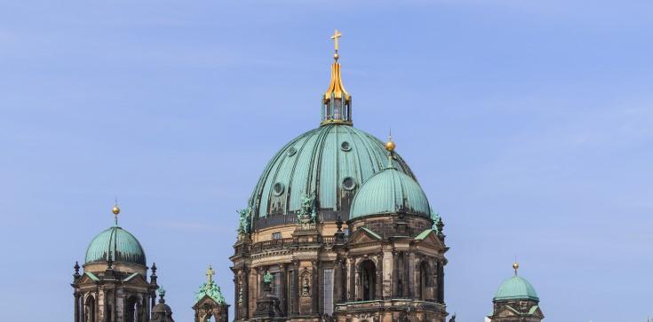 Berlin: Strzały w świątyni! Są ranni - zdjęcie
