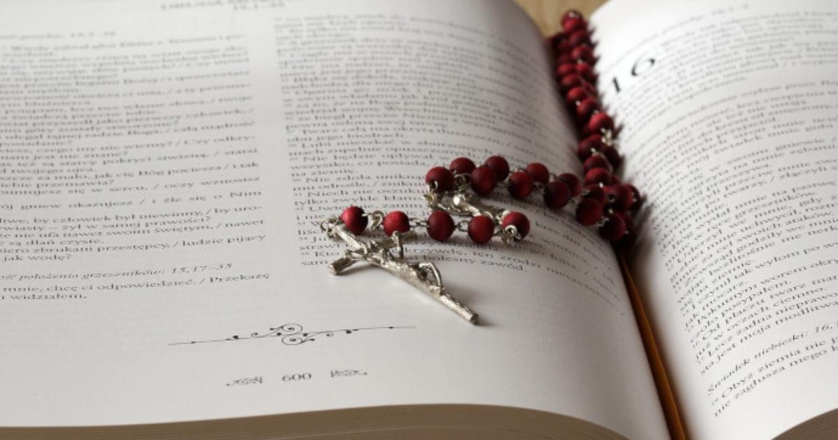 Ks Glas Czyta Piękny Wiersz O Różańcu Frondapl