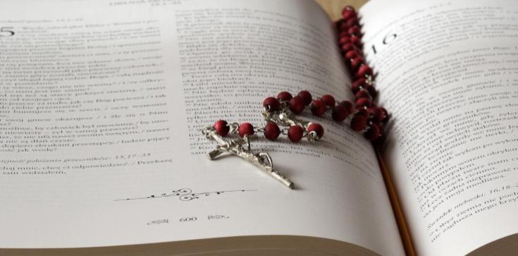 Biblia ,,wznieca'' nienawiść?! Szokujący projekt ustawy w Szkocji. Biskupi protestują - zdjęcie
