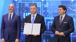 Prezydent podpisał specustawę o pozyskaniu gruntów leśnych pod inwestycje w Jaworznie i Stalowej woli - miniaturka