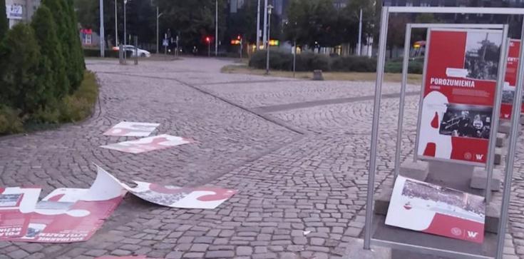 Zniszczono wystawę ,,TU rodziła się Solidarność''. Dulkiewicz milczy - zdjęcie