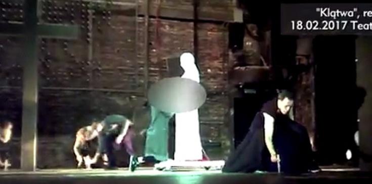 Obłęd! Spektakl ,,Klątwa'' wraca na deski Teatru Powszechnego - zdjęcie