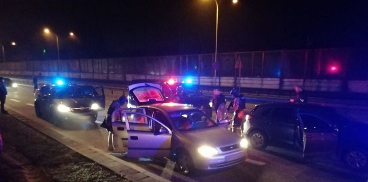 Policjanci rozbili grupę włamywaczy do tirów - zdjęcie