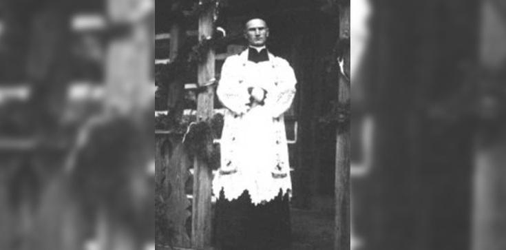 Ksiądz, który błogosławił z pętlą na szyi - zdjęcie