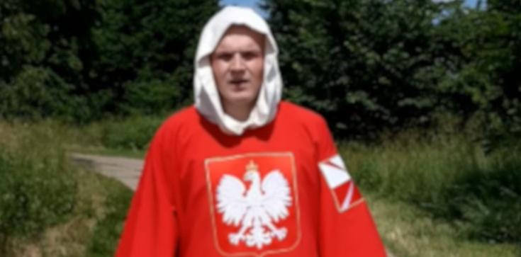 Przemierza Polskę z krzyżem i modli się za naród - zdjęcie
