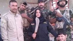 Ta kobieta jest postrachem ISIS! Obcina im głowy i pali ciała - miniaturka