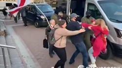 (Wideo) Mińsk. Milicja brutalnie zatrzymuje kobiety - miniaturka