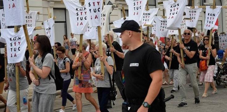 Uwaga, PiSowcy! Tej siły już nie powstrzymacie! KO wciągnie na listy KOD i Stajk Kobiet? - zdjęcie