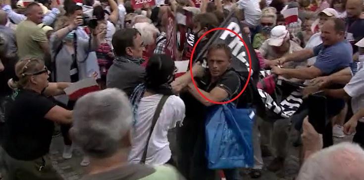Działacze KOD zakłócają wizytę prezydenta w Płońsku (Wideo) - zdjęcie