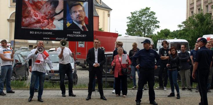 """""""Czy to dobry kompromis, Panie Prezydencie?"""" Komorowski nie chciał rozmawiać - zdjęcie"""