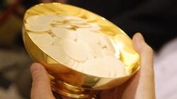 Szokująca profanacja w USA: Parafia rozdaje Komunię w woreczkach na wynos - miniaturka