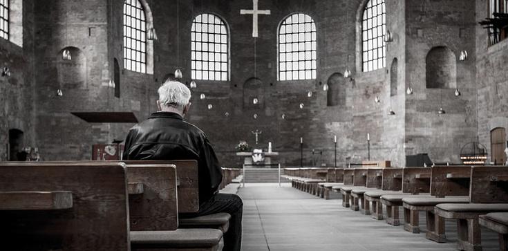 Ideologia zamiast Kościoła, czyli co zajmuje miejsce Boga - zdjęcie