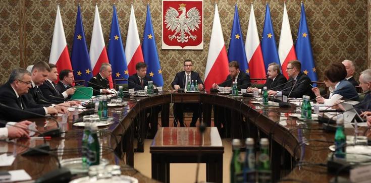Koronawirus. Sondaż. Jak Polacy oceniają działania rządu? - zdjęcie