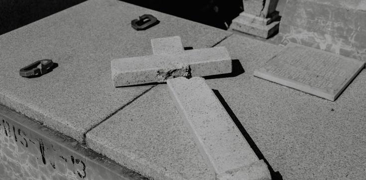 Przerażające sceny z Chin! Władze zabraniają chrztu i burzą kościoły - zdjęcie