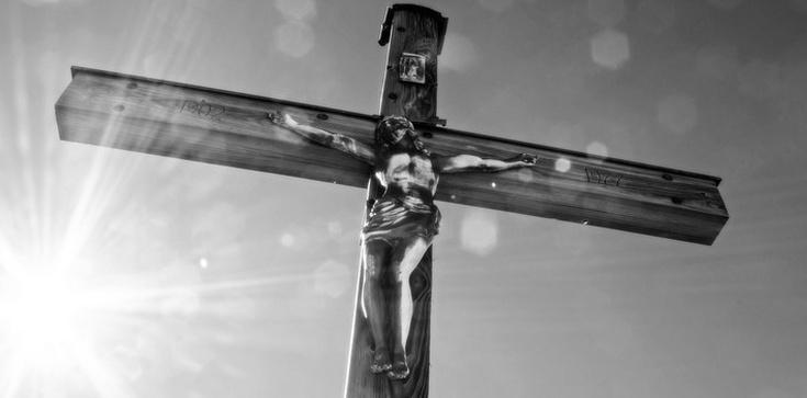 Chiny: Chrześcijanie protestują przeciwko niszczeniu krzyży. Produkują krzyże - zdjęcie