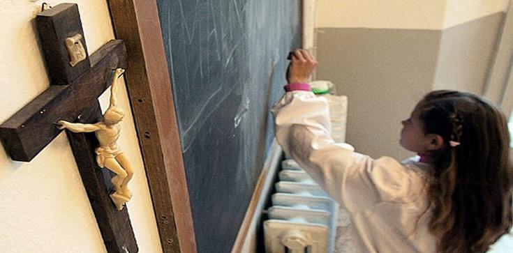 Ordo Iuris: W szkole ma prawo wisieć krzyż  - zdjęcie
