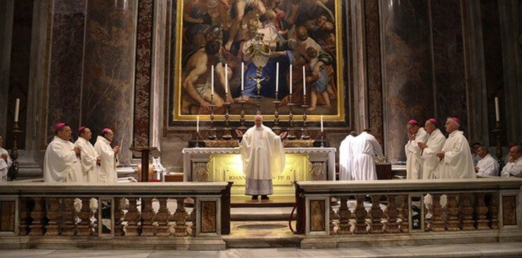 Ks. Kowalczyk o ideologii zła na Mszy przy grobie Jana Pawła II - zdjęcie
