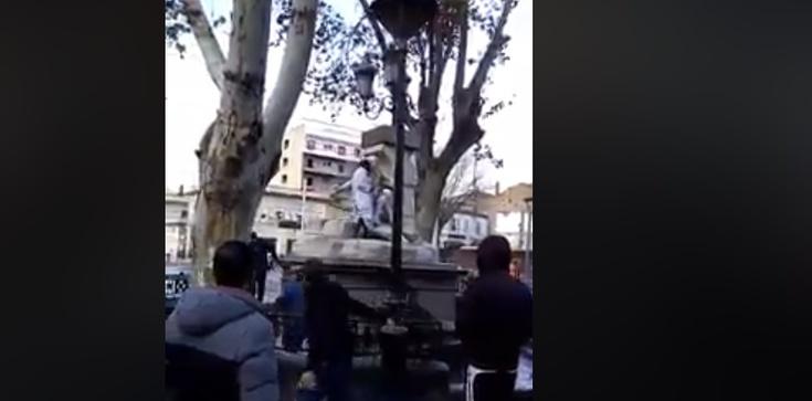 Włochy: Islamista dewastuje figurę Maryi i Jezusa. FILM - zdjęcie