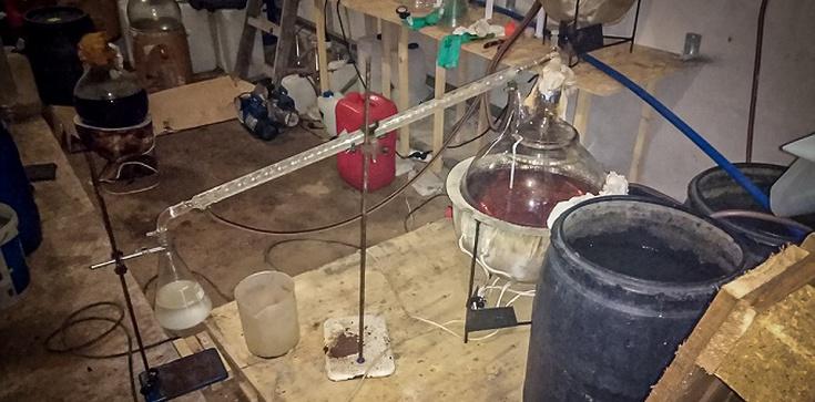 Policja zlikwidowała laboratorium amfetaminy i 4CMC. Skonfiskowano towar za ok. 15 mln zł - zdjęcie