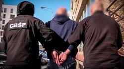 Wyłudzali ubezpieczenia za fałszywe kolizje. 11 osób zatrzymanych przez policję - miniaturka