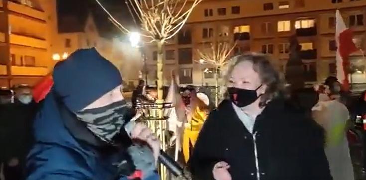 Wyrwano mu mikrofon, bo zadał Lempart niewygodne pytanie [Wideo] - zdjęcie
