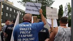 Co się działo pod Sejmem, gdy przeszła ustawa o KRS - FOTORELACJA - miniaturka