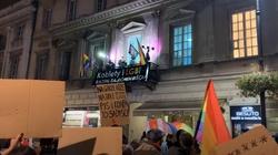 ,,Kobiety i LGBTy'' demonstrują w Warszawie. Nikt już się nie ukrywa prawdziwych intencji - miniaturka