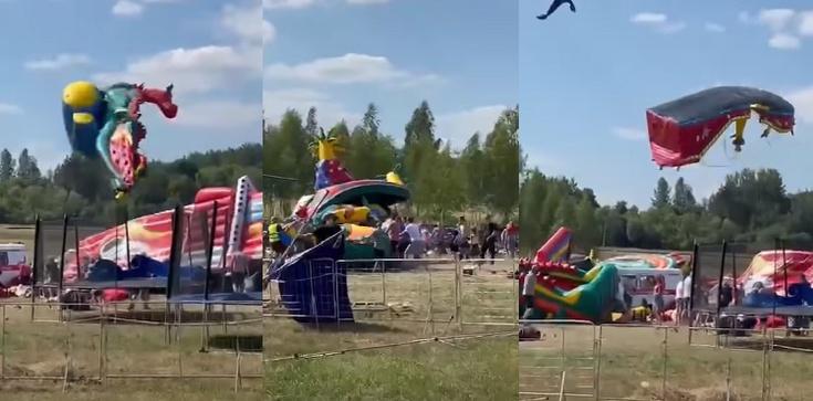[Wideo] Chwile grozy przeżyły dzieci oraz ich rodzice. Wichura uniosła dmuchane zjeżdżalnie - zdjęcie