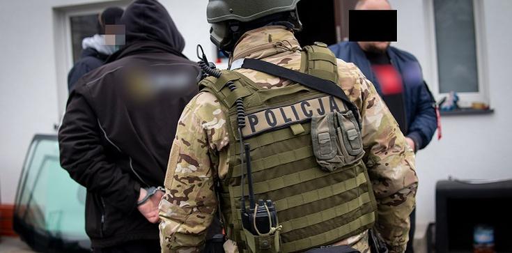 Poznań. Potężne uderzenie CBŚP w gang pseudokibiców - zdjęcie